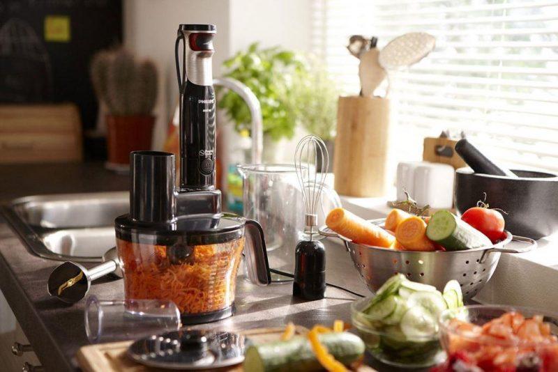 Особой популярностью на сегодняшний день пользуется стационарный блендер, который характеризуется удобством и практичностью