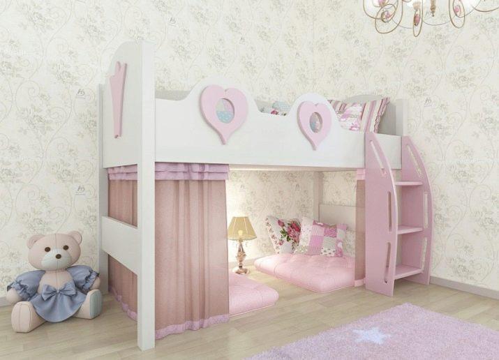 Большая удобная кровать розового цвета