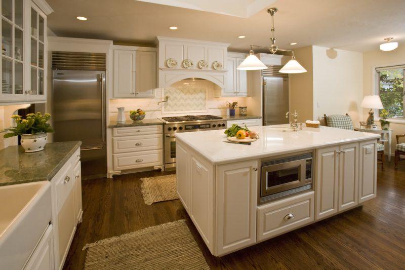 Микроволновая печь в нише кухонного гарнитура