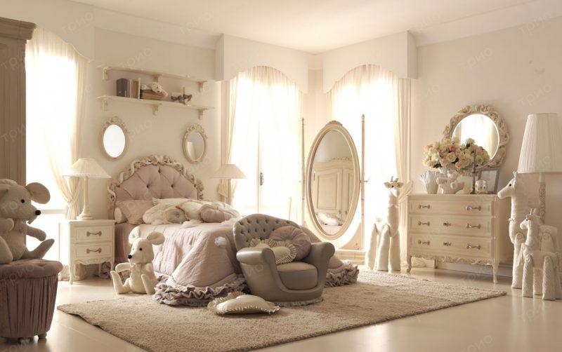 Приятные бежевые тона интерьера комнаты