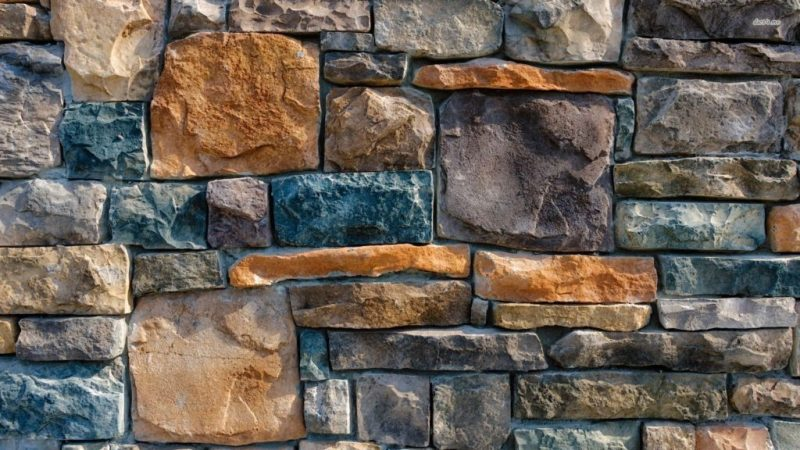 камины стены из камня