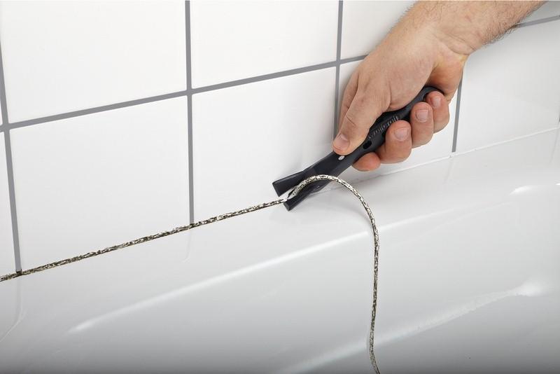 удаление герметика с бортиков ванны