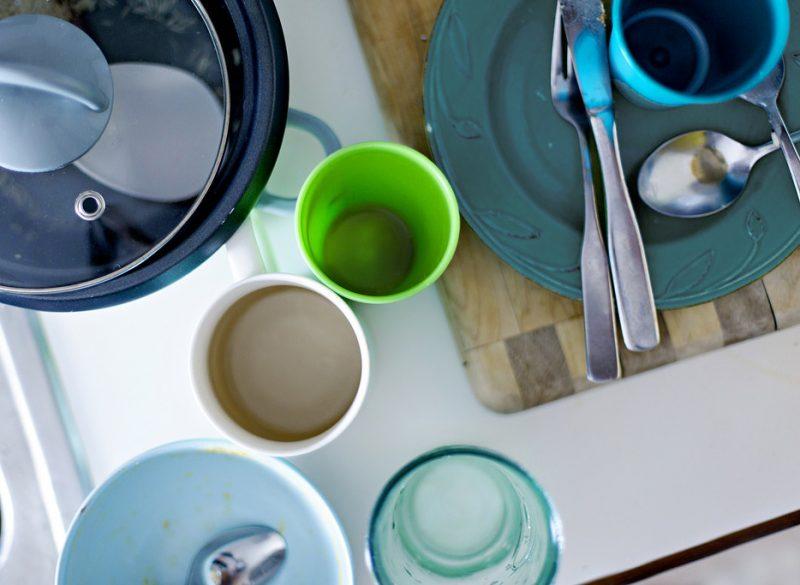 Рейтинг встроенных посудомоечных машин 45 см. Для посуды, незначительно загрязненной легко смываемыми водой остатками пищи, тоже подходит экономичный режим