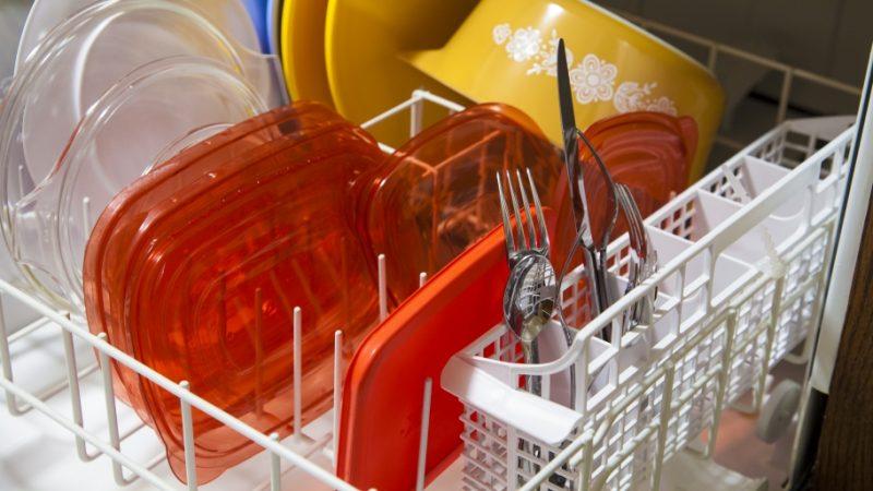 """Рейтинг встроенных посудомоечных машин 45 см. В некоторых моделях посудомоечных машин есть """"бережные"""" режимы - для стеклянной, пластиковой и детской посуды"""