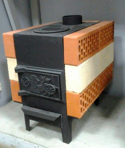 Печь, обложенная кирпичами