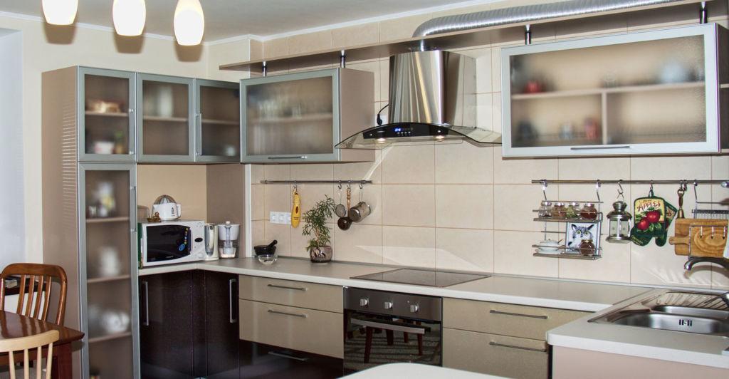 Для того, чтобы кухня была максимально удобной, важно определиться с размерами шкафов