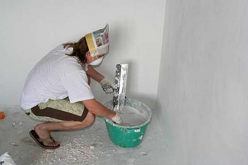 Под покраску надо шпатлевать, гипсокартон полностью, причем до идеального состояния
