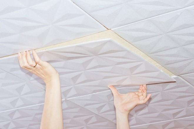 Как клеить потолочные плиты из пенопласта своими руками