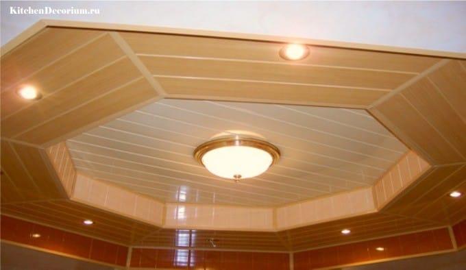 Двухуровневый потолок из пластиковых панелей