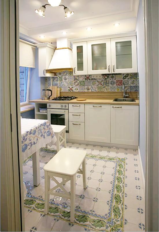 Гипсокартонный потолок на маленькой кухне