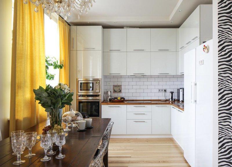 Глянцевая кухня в интерьере