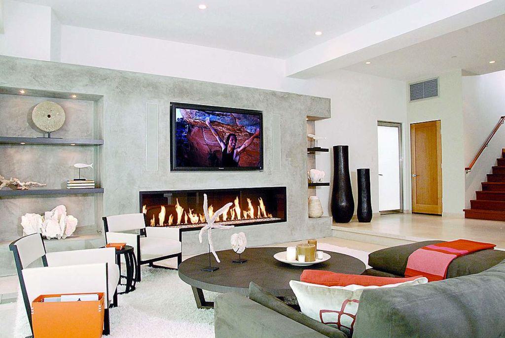 Нежелательно располагать электроприборы и розетки на стене, за которой проходит дымоход – могут сильно нагреваться