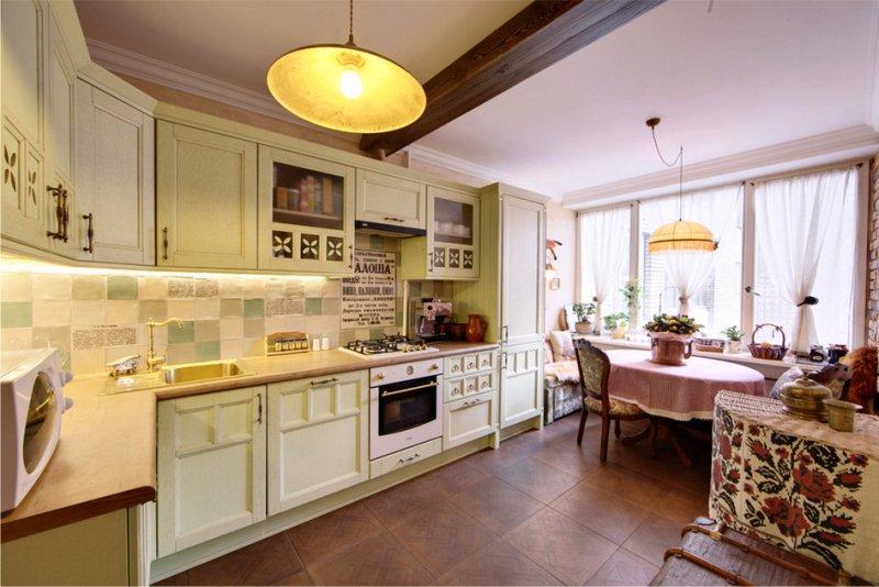 Кухня с потолочными балками в стиле кантри