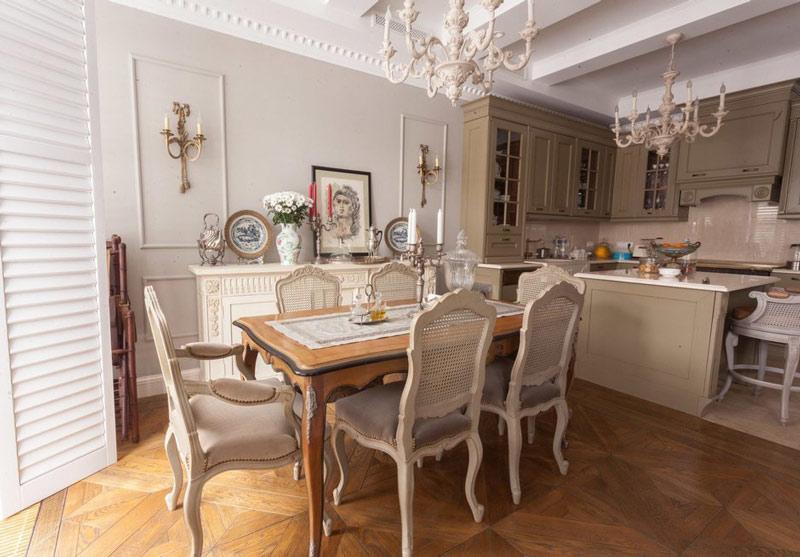 Кухня с потолочными балками