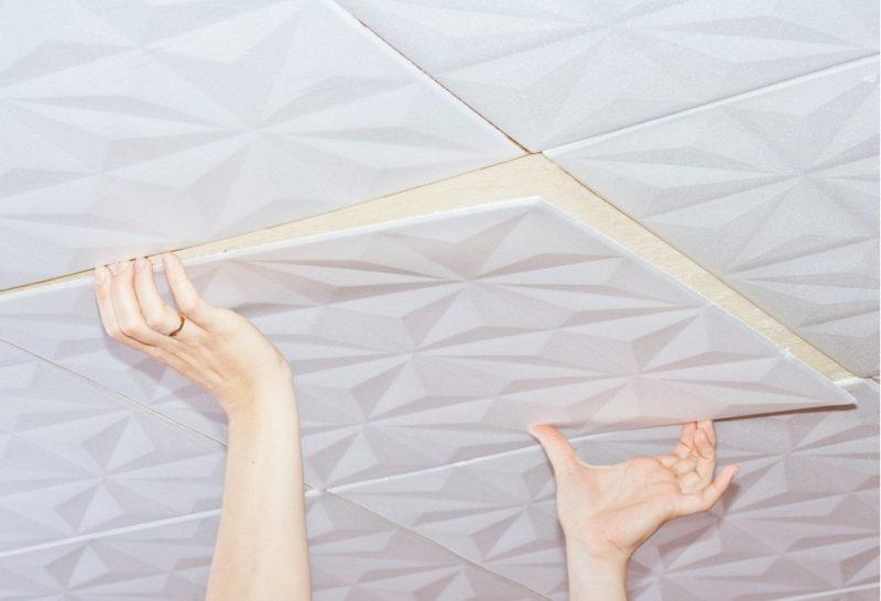 Замена старой потолочной плитки