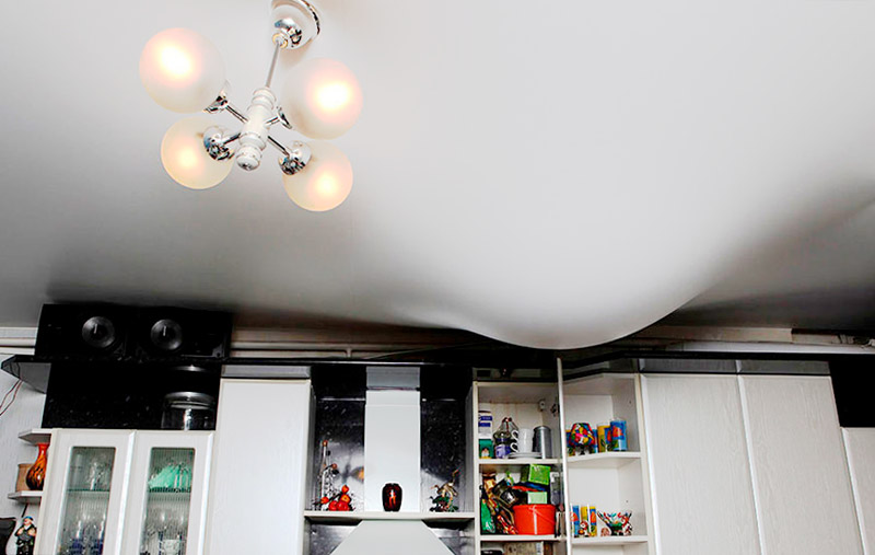 Натяжной потолок при затоплении
