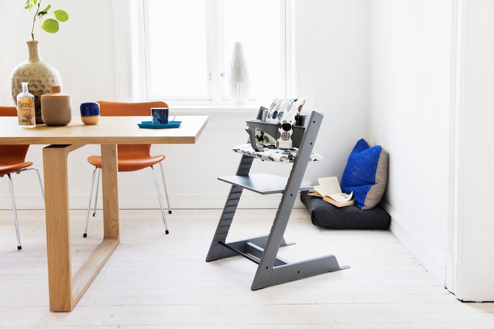 Пластиковый стул с «защитой» для младенца и мягким накладным сидением