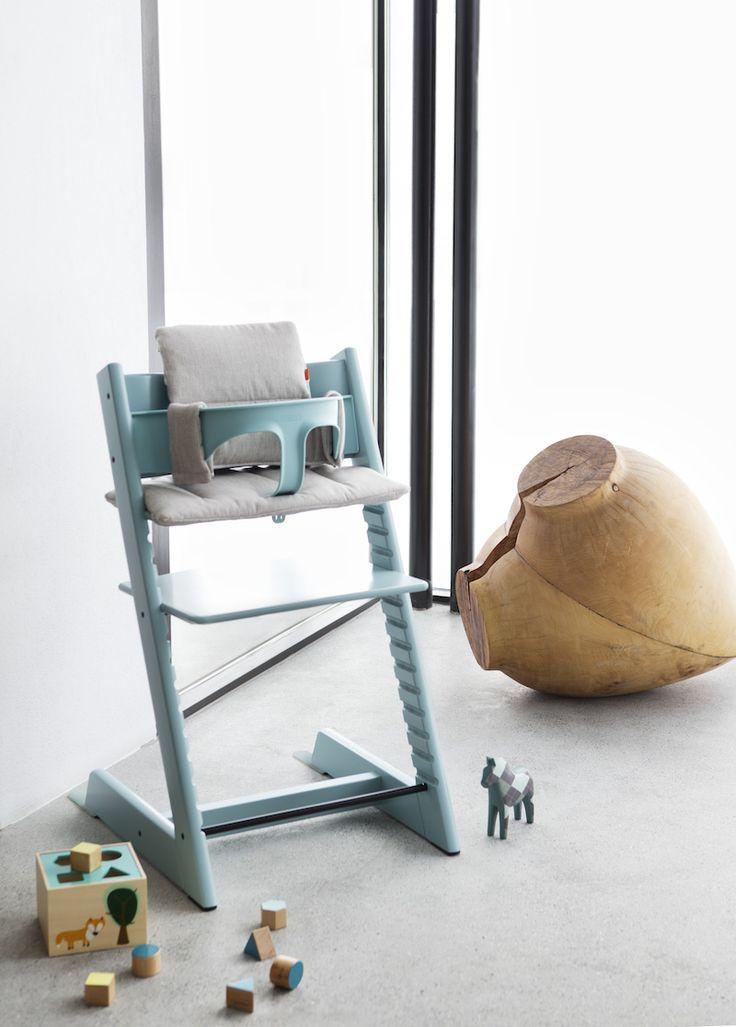 Растущий стул, укомплектованный защитным ремнем и подушкой от производителя