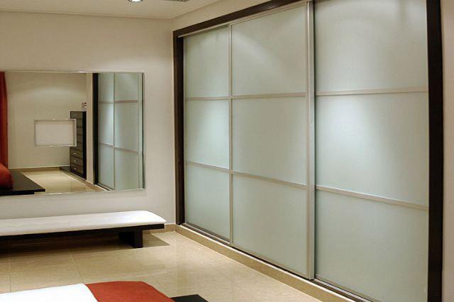 Двери с матовым стеклом для шкафов-купе