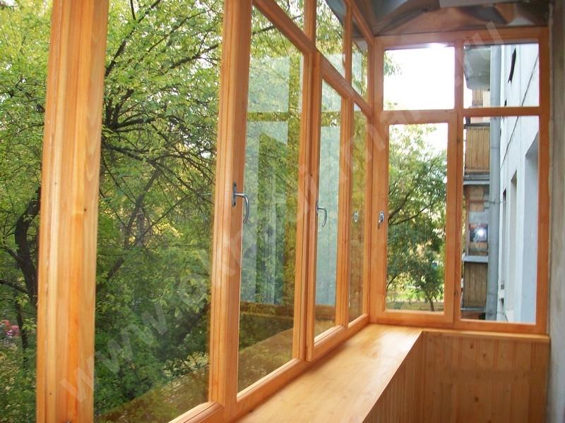 Остекление балконов в хрущевке с деревянными рамами