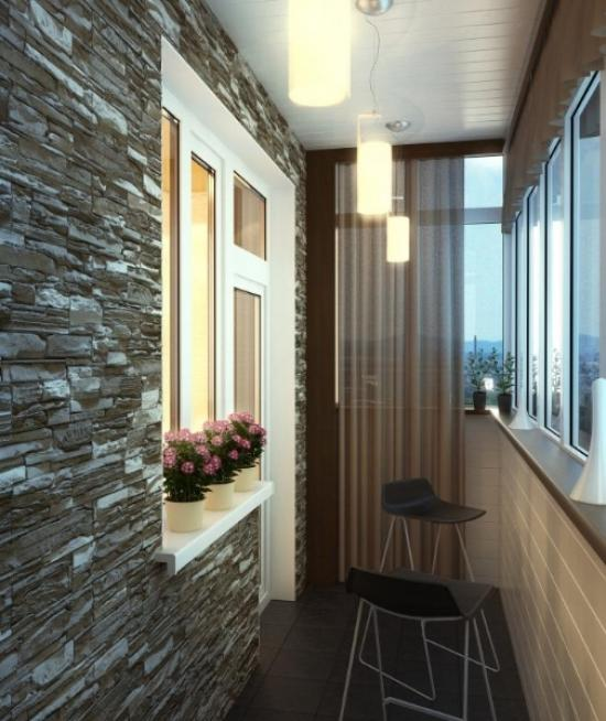 Освещение балкона регулируется с помощью штор и нескольких подвесных светильников