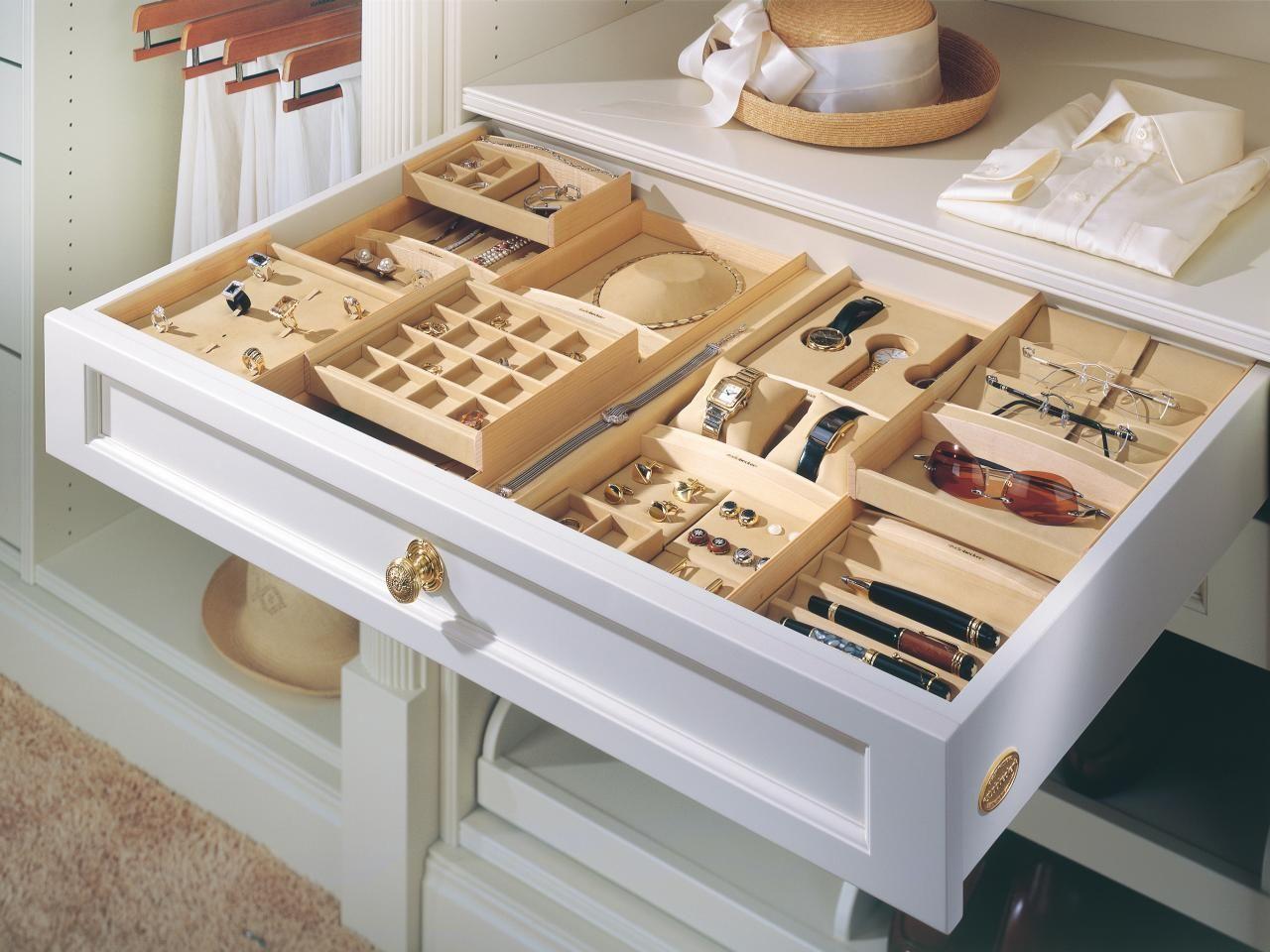 Шкаф для бижутерии и украшений
