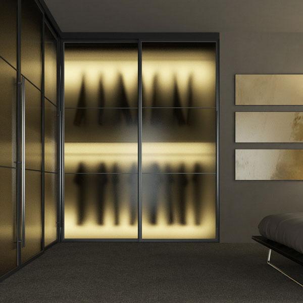 Шкаф с внутренней подсветкой