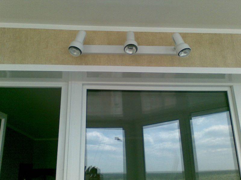Светильники для освещения балкона
