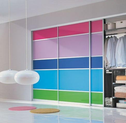 Цветной фасад гардеробной