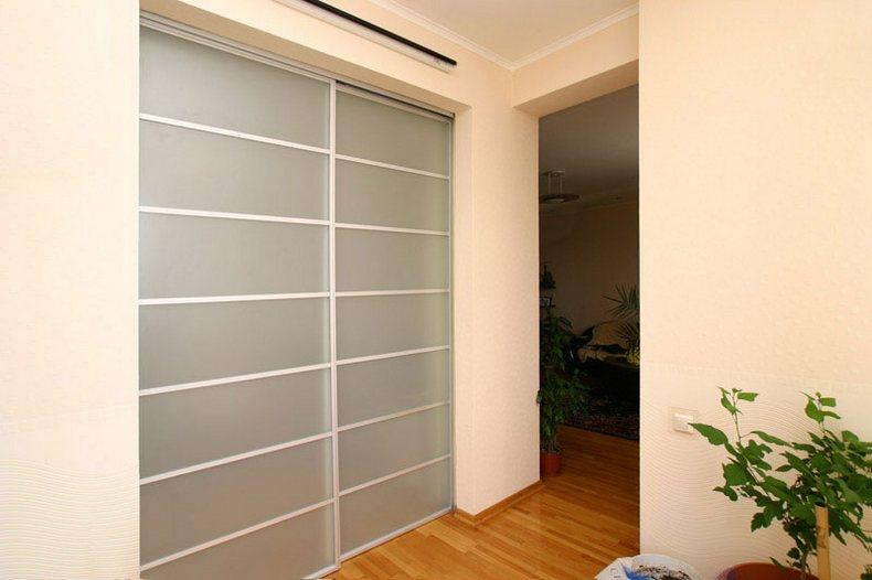 Встроенный матовый шкаф