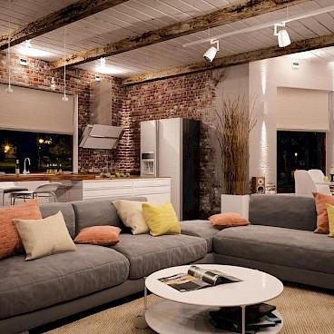 Удобный диванный комплекс и много лампочек