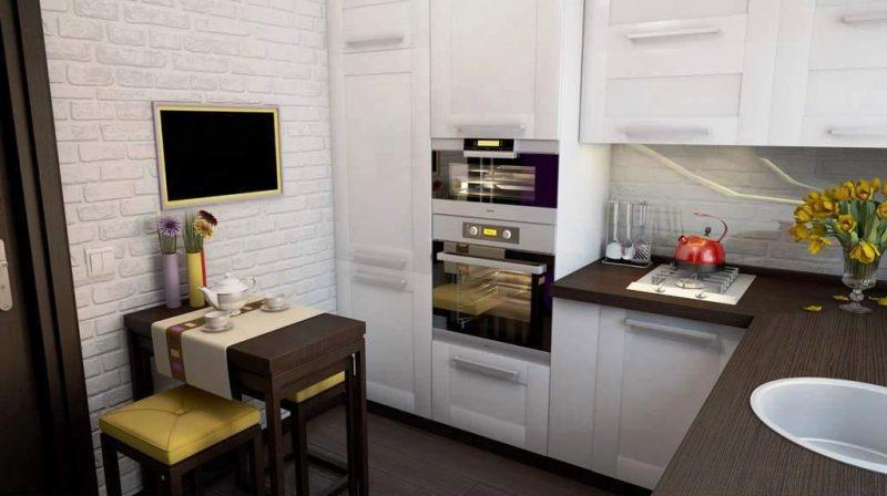 На этом фото удачное размещение встроенной техники в малогабаритной кухне гостиной