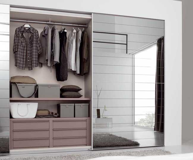 Двухдверный шкаф-купе с зеркальным фасадом