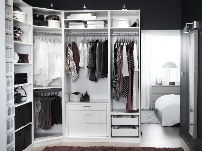 Пример наполнения углового шкафа в гардеробной