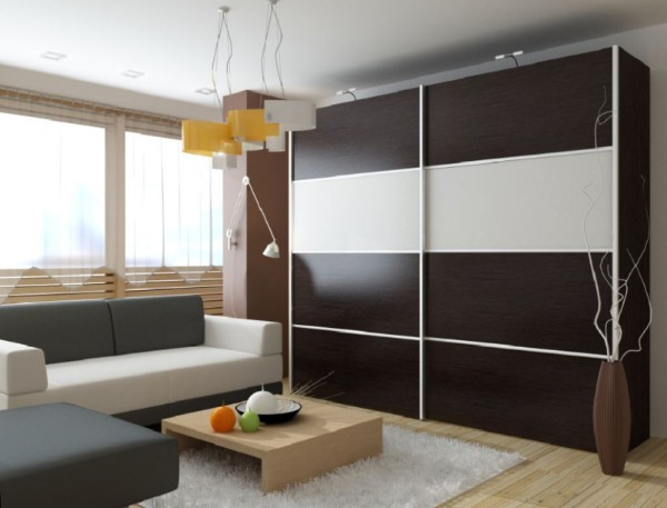 шкаф купе в интерьере гостиной с лаконичным дизайном