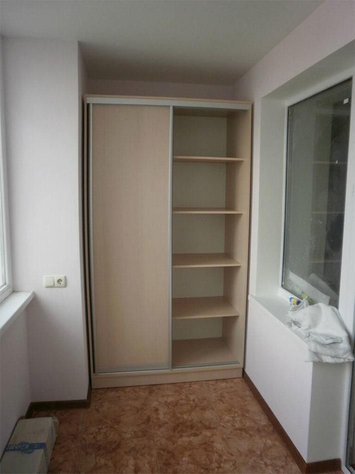 Шкаф в нише балкона