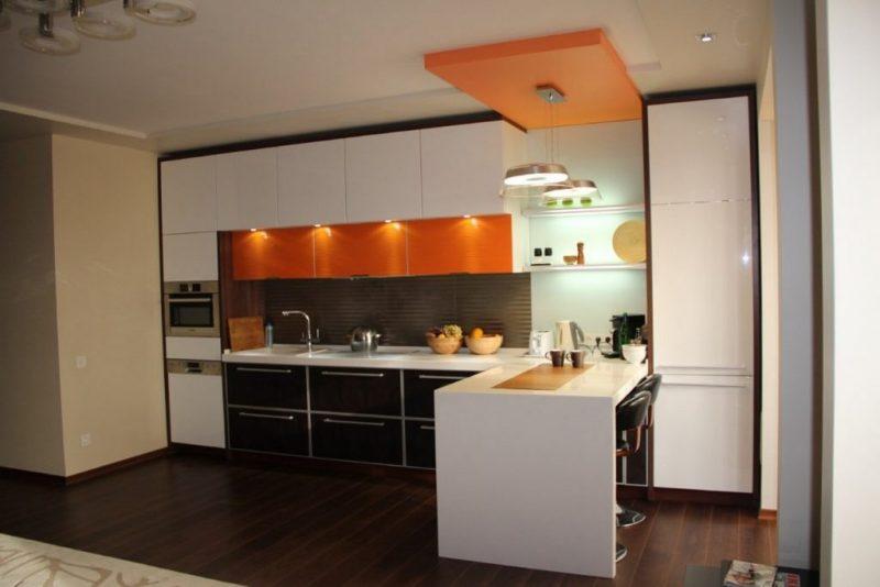 Кухня с угловой барной стойкой