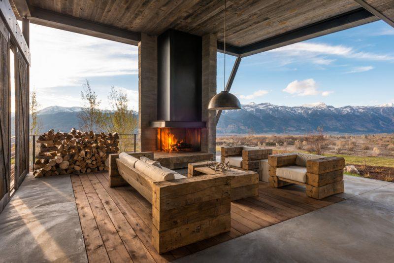 Терраса с угловым камином и прекрасным видом на горы