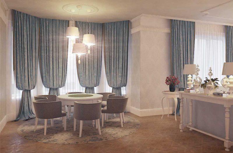 вариант яркого декора гостиной комнаты с эркером