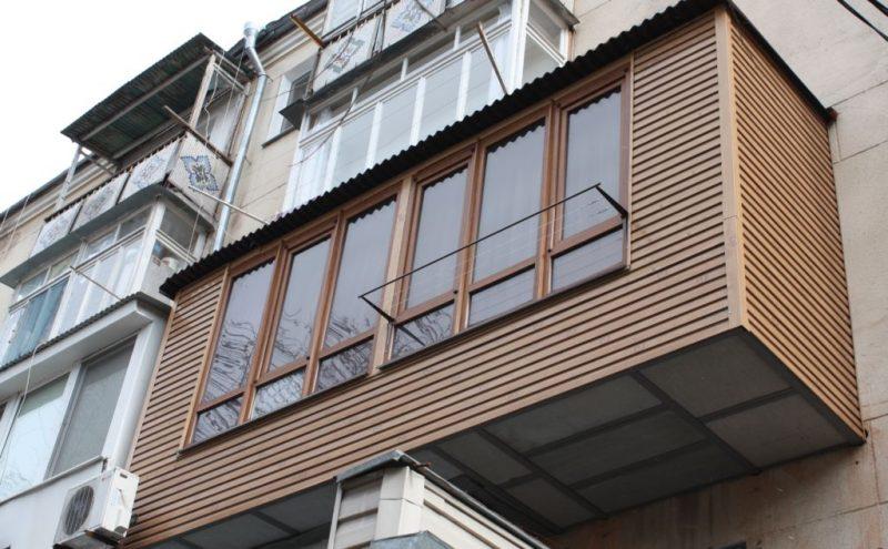 Еще один вариант увеличения балкона по полу на длину всей квартиры