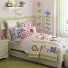Классическая детская кровать в интерьере