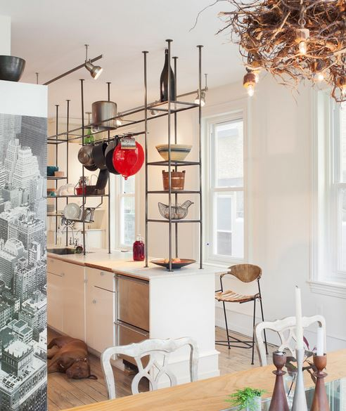 7 стильных кухонь с открытыми полками вместо шкафов