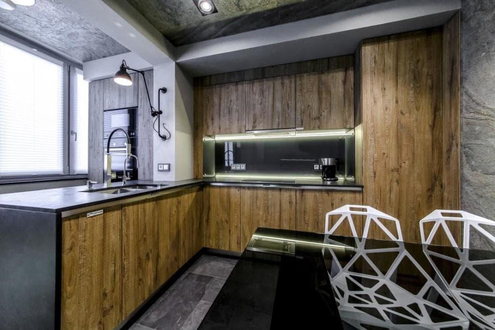 Кухня с балконом в стиле лофт