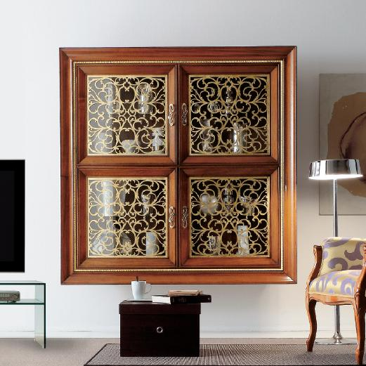 Подвесная витрина в классическом стиле