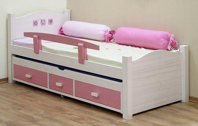 Яркие розовые кровати для дома