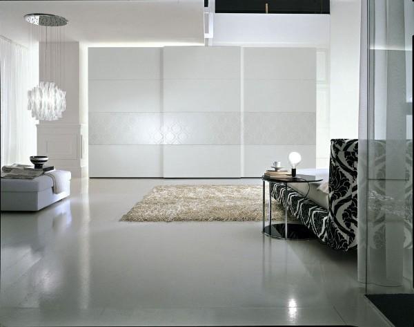 белый шкаф купе в гостиную в минималистическом стиле