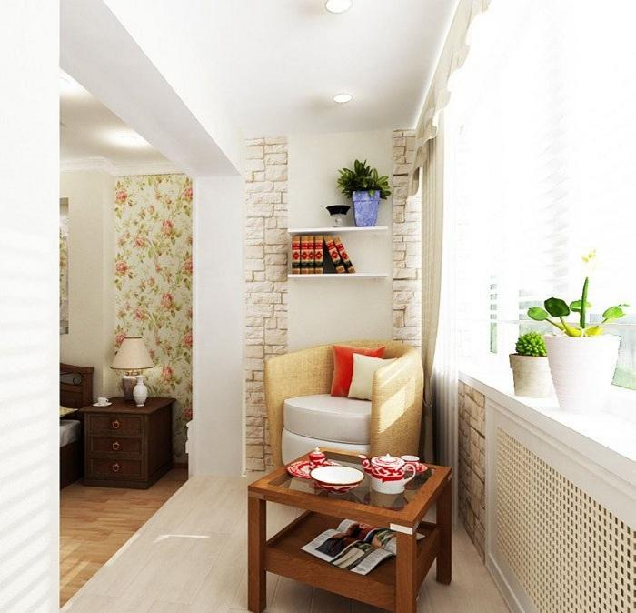 Лоджия, которая объединена с комнатой, стала прекрасным местом для чаепития.
