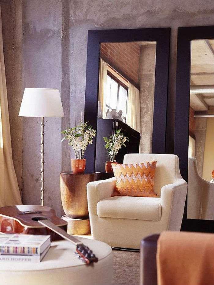 интерьер небольшой гостиной в ярких тонах
