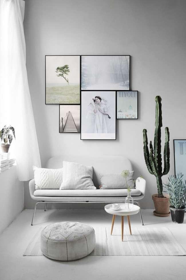 белый маленький диван в интерьере небольшой гостиной