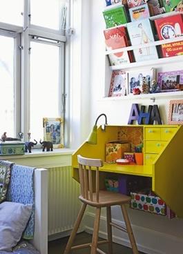 Стол для ребенка с высоким стулом